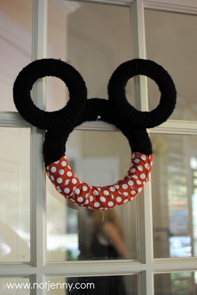 minnie mouse wreath - notjenny.com