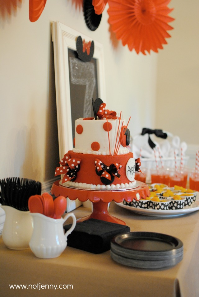 minnie party dessert table